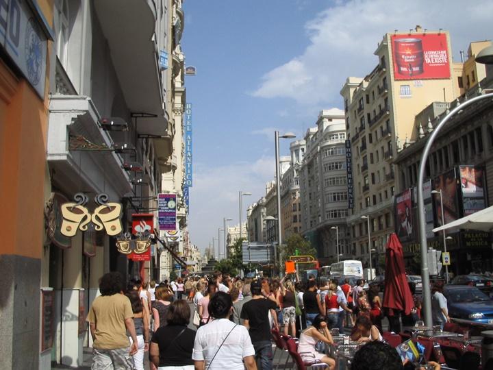 madrdidde-gezilecek-yerler-Madrid-Gran-Via-Caddesi.jpg