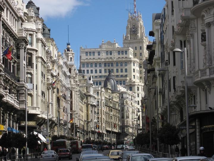 madridde gezilecek caddeler - Madrid Gran Via Caddesi