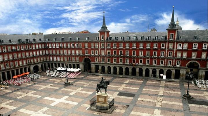 madridde gezilecek meydanlar - Madrid Plaza Mayor Meydanı