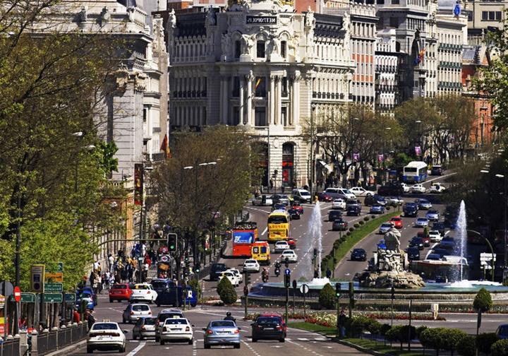 madridde-gezilecek-yerler-Madrid-Gran-Via-Caddesi.jpg