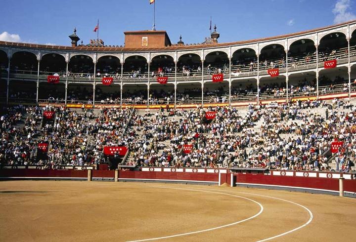 madridde gezilecek yerler - Madrid Las Ventas Arenasında boğa güreşi zamanları