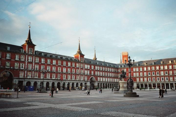madridde gezilecek yerler - Madrid Plaza Mayor Meydanının hikayesi