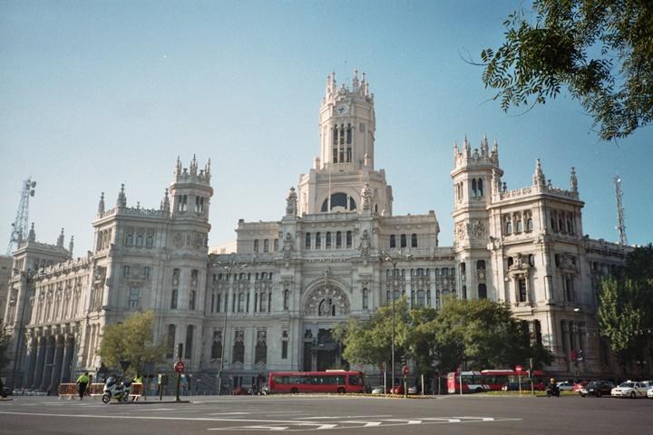 madridde gezilecek yerler - Madrid Plaza de Cibeles Meydanı