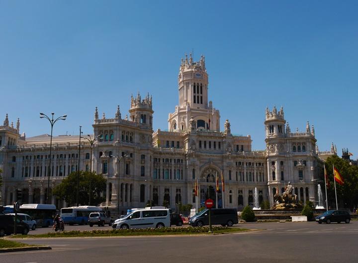 madridde gezilecek yerler - Madrid Plaza de Cibeles Meydanının hikayesi
