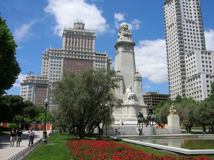 madridde gezilecek yerler - Madrid Plaza de Espana Meydanı