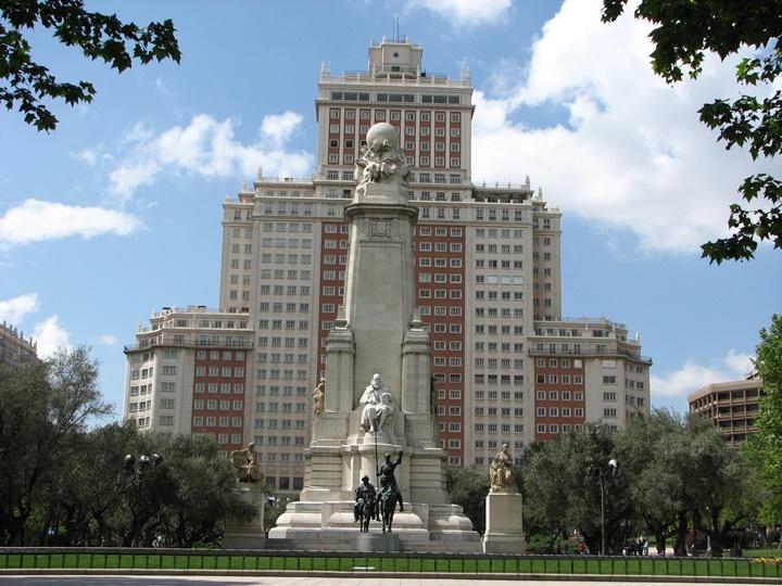 madridde gezilecek yerler - Madrid Plaza de Espana Meydanında yer alan anıtlar