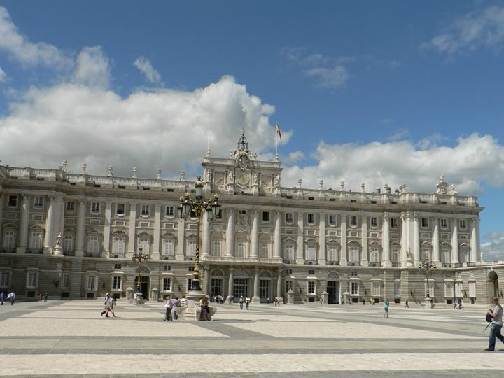madridde gezilecek yerler - Palacio Real de Madrid Sarayı hakkında bilgi