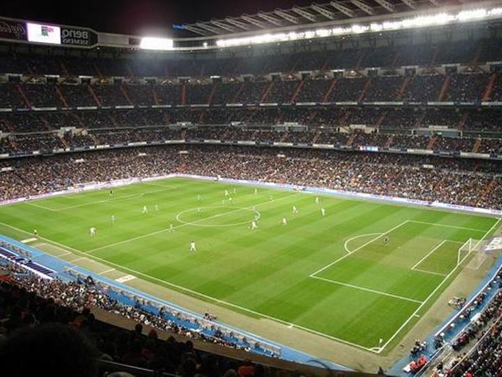 real madrid futbol takımnın stadyumu - Madrid Santiago Bernabeu Stadyumu