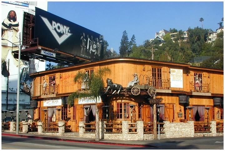 hollywood film stüdyolarında gezilecek yerler - Saddle Ranch restaurant