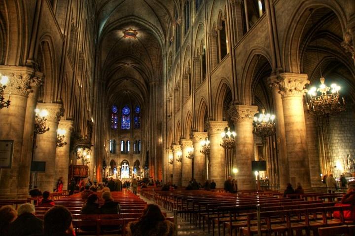 Paris Notre Dame Katedralinin iç dizaynı