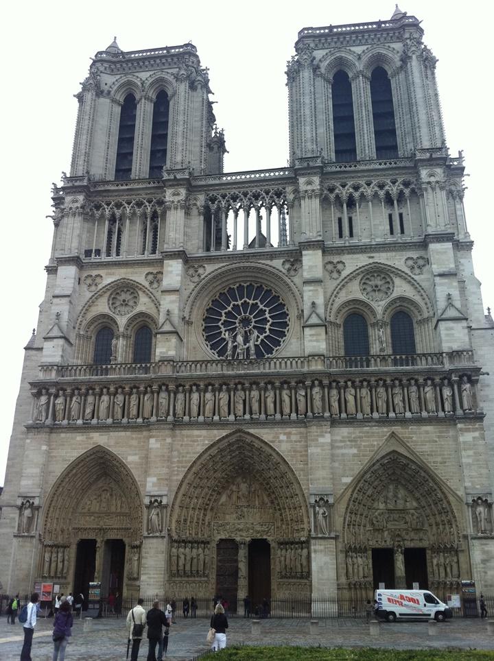 Paris Notre Dame Katedralinin resimleri