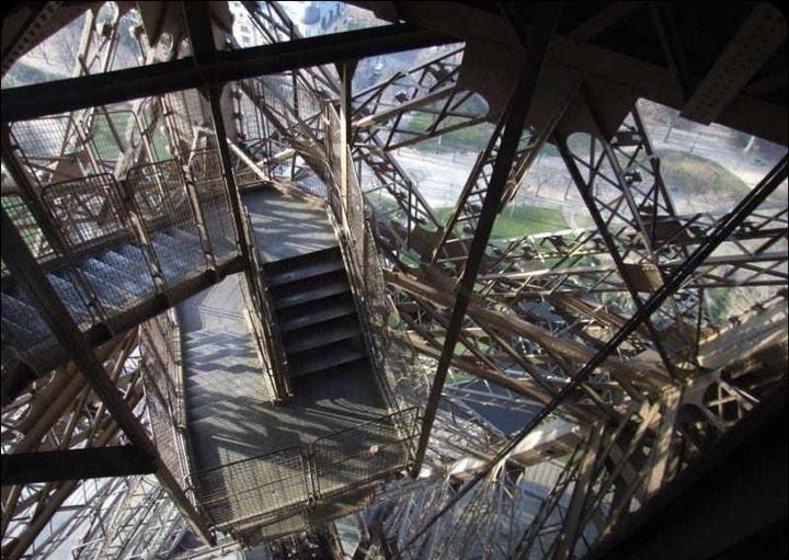 eyfel kulesinin içi