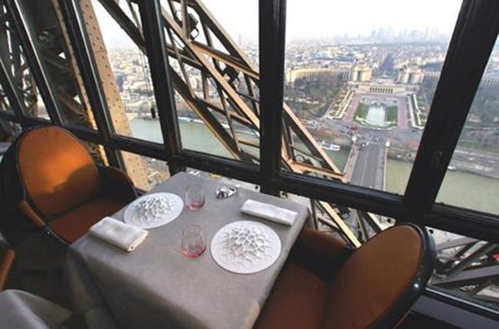 eyfel kulesinin içinde yer alan restaurantlar