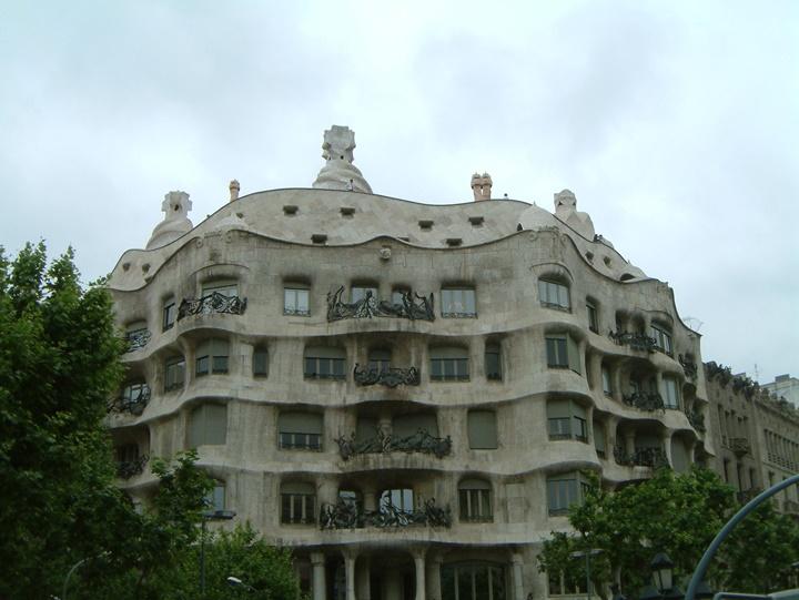 ispanyada gezilecek yerler - barcelona gaudinin evi