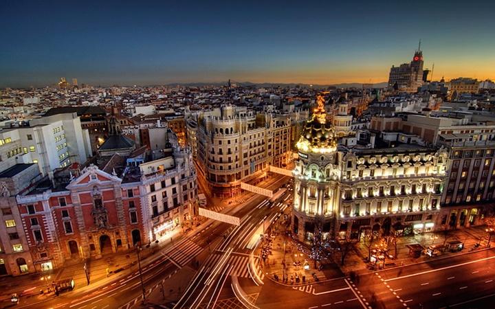 ispanyada gezilecek yerler - madridin gece görüntüsü
