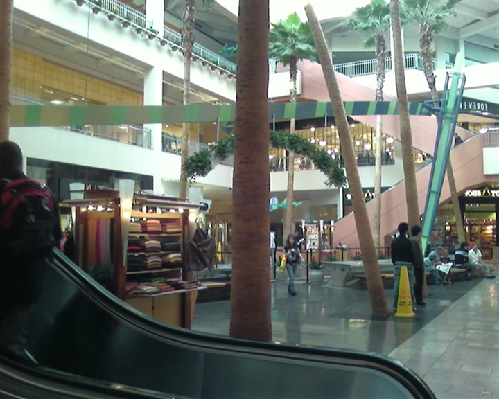 los angelesda yer alan outletler - Los angeles Santa Monica alışveriş merkezi