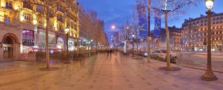 paris şanzelize caddesinin gece görüntüsü