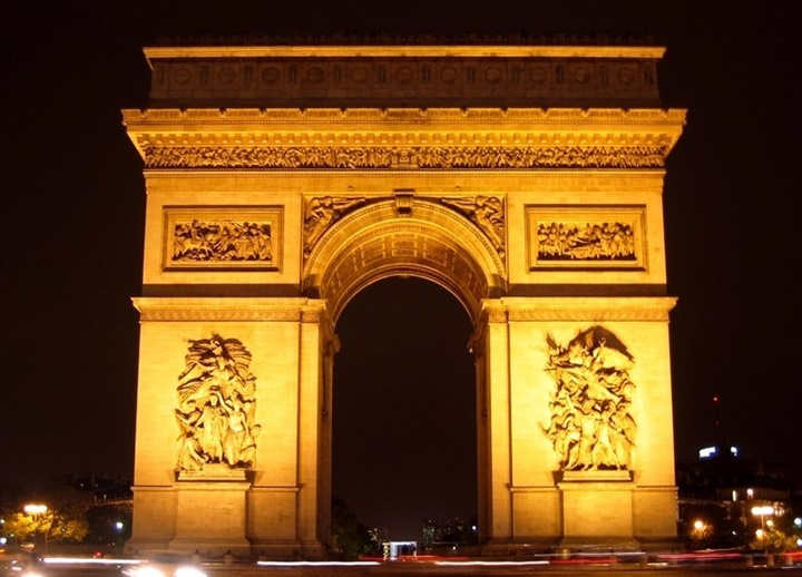 paris zafer takına ulaşım