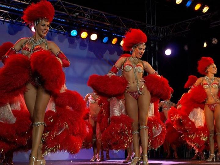 pariste gezilecek yerler - Paris Moulin Rouge Kabaresi