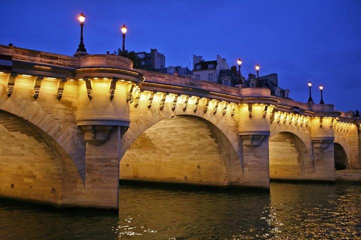 pariste gezilecek yerler - Paris Pont Neuf Köprüsü