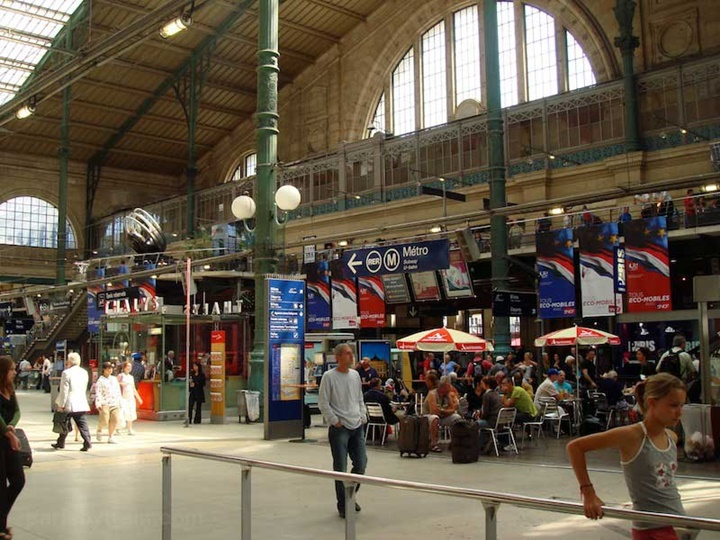 Paris Gare Du Nord Tren istasyonunun içi