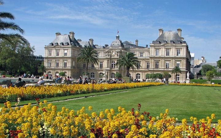 Paris Lüksemburg Bahçesinde Yer Alan Çeşmeler