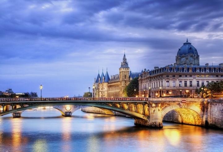 Paris sen nehri üzerinde yer alan köprüler