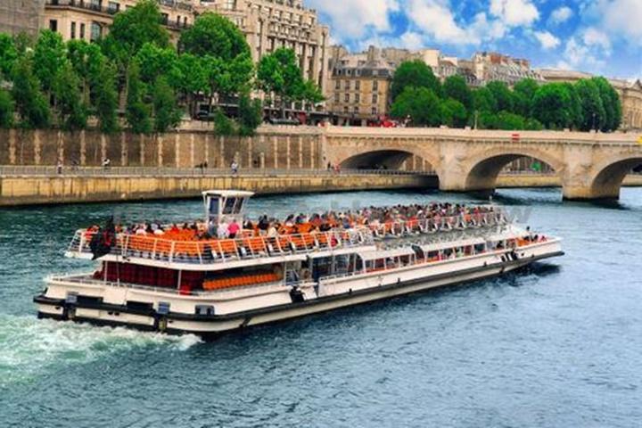 Paris sen nehri tekne turu
