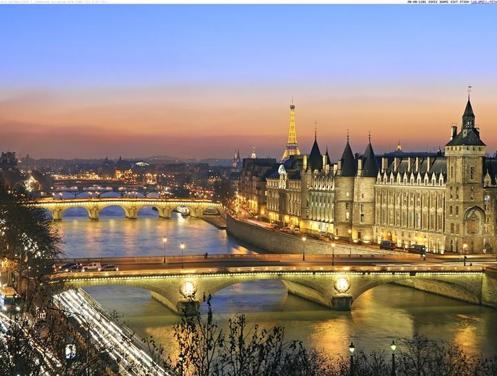 Paris sen nehrinin gece çekilmiş fotoğrafları