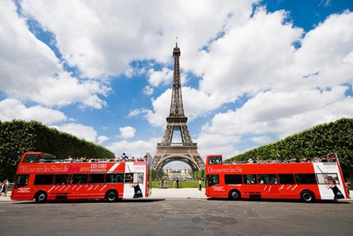 Paris turistik otobüslerle şehir turu