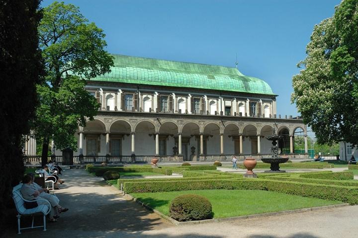 Prag Royal Garden - Prag Kalesinin Bahçesinde yer alan kraliçenin evi Belvedere