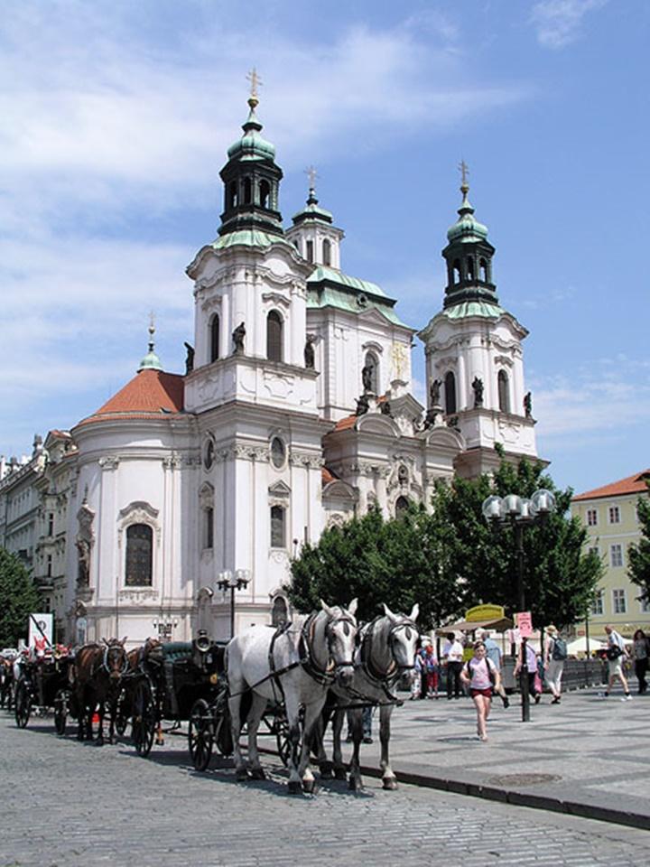 Prag-St.-Nicholas-church-kilisesi-old-town-hakkında-bilgi.
