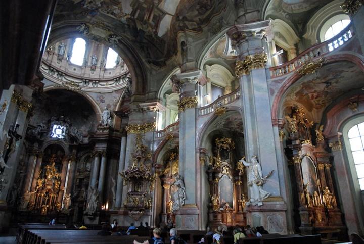 Prag St. Nicholas church kilisesinin içi