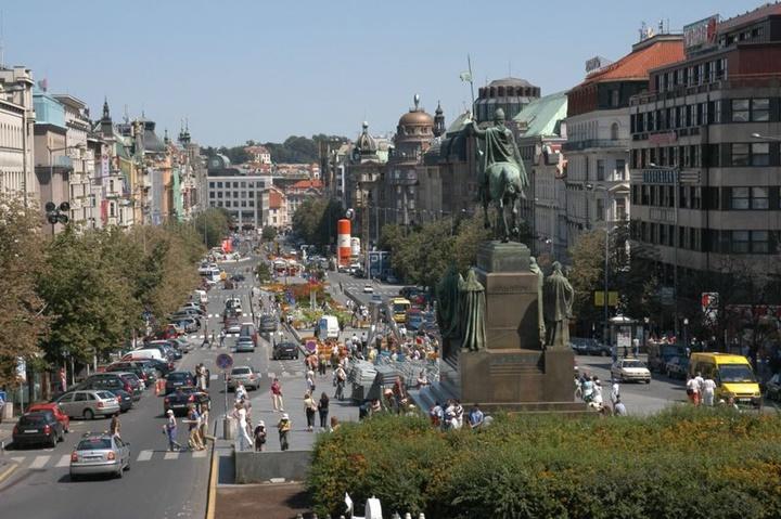 Prag-Wenceslas-Meydanında-yer-alan-anıt-ve-heykellerin-hikayeleri.jpg