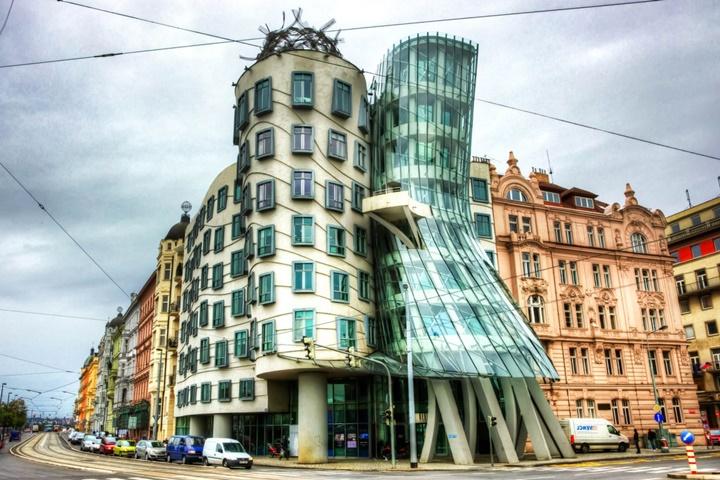 Dans evi. Prag ve sıradışı mimarisi