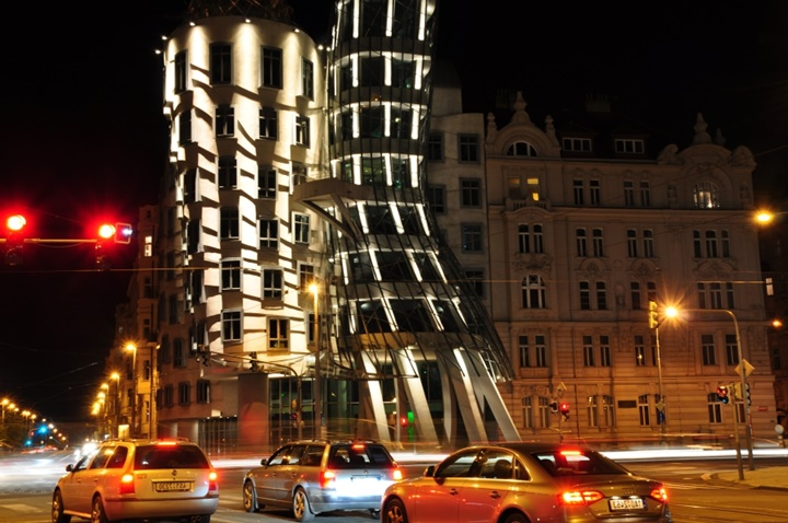 Prag dans eden evin hikayesi - Prag dans eden evin gece fotoğrafları