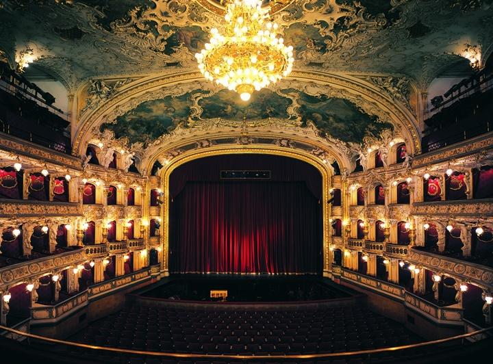 Prag devlet tiyatrosu