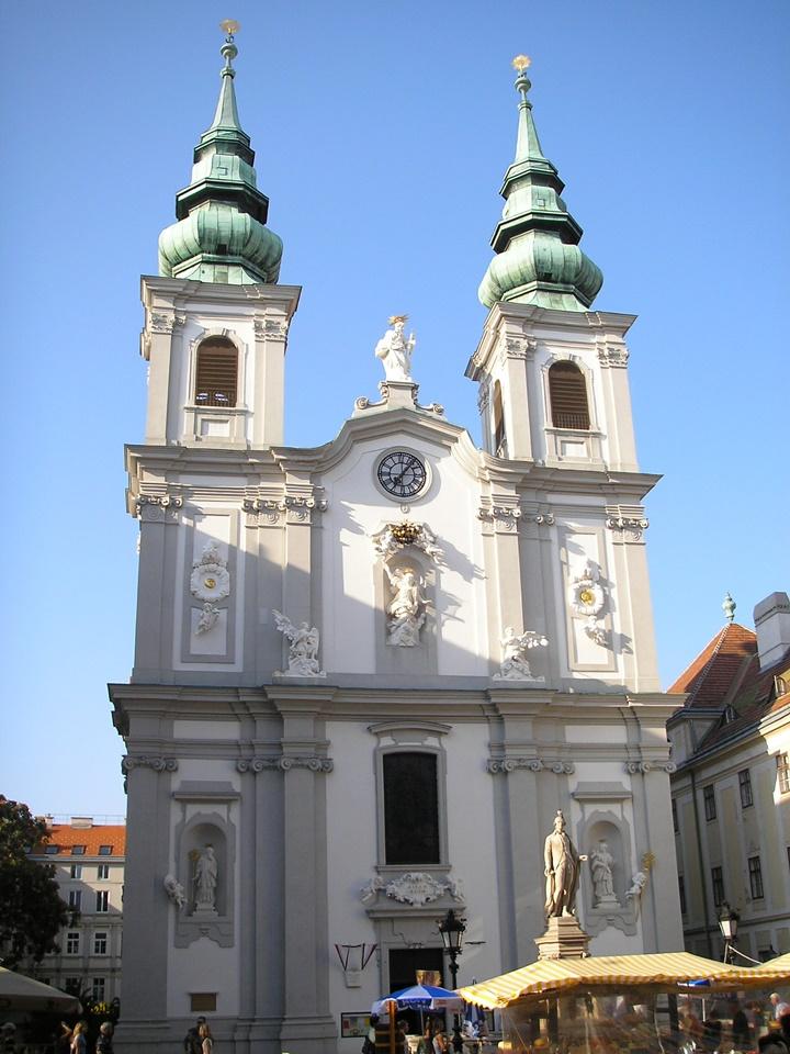 Viyana-Mariahilf-Kilisesi.jpg