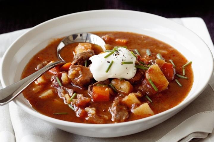 meşhur gulaş çorbası - pragda yeme içme