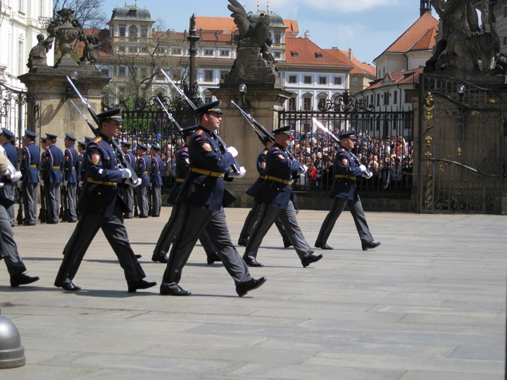 prag Changing of the guards - prag kalesinde asker değişimi