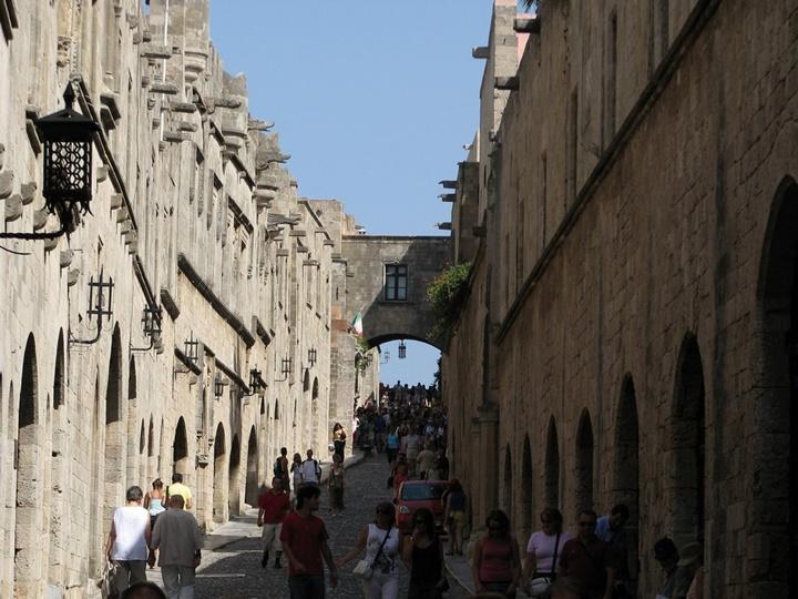 Rodos Şövalyeler Caddesi
