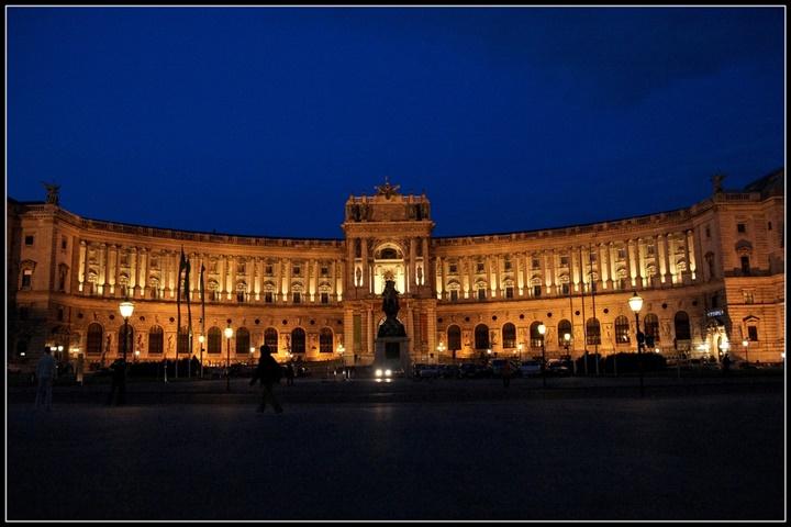 Viyana Hofburg Sarayının gece fotografı