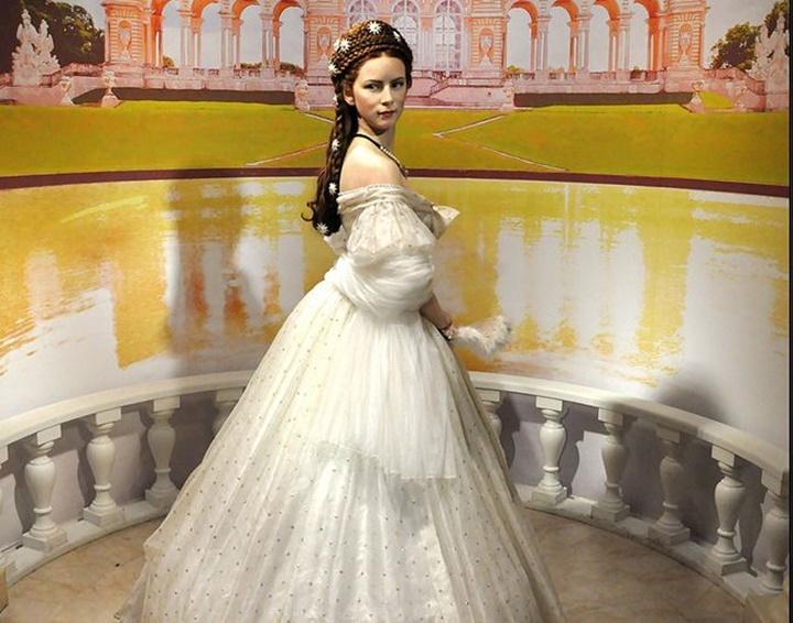 Viyana Hofburg Sisi müzesinde sergilenen eserler