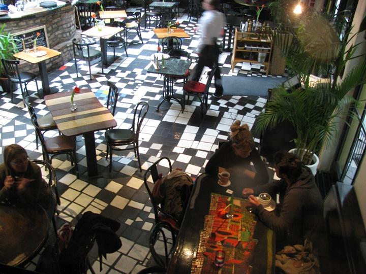 Viyana KunstHausWien binasının içinde yer alan kafe