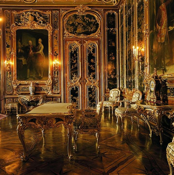 Viyana Schönbrunn sarayının salonlarından biri