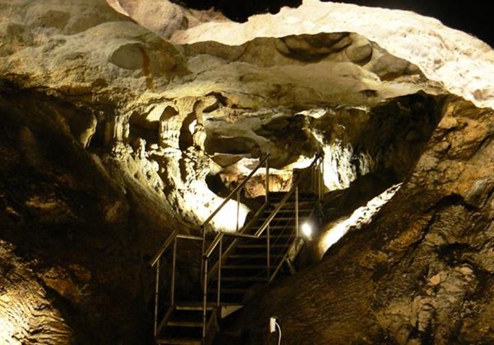 Sakız Adası Agio Galas Mağarasının içi