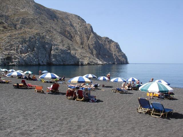 Santorini kamari plajı