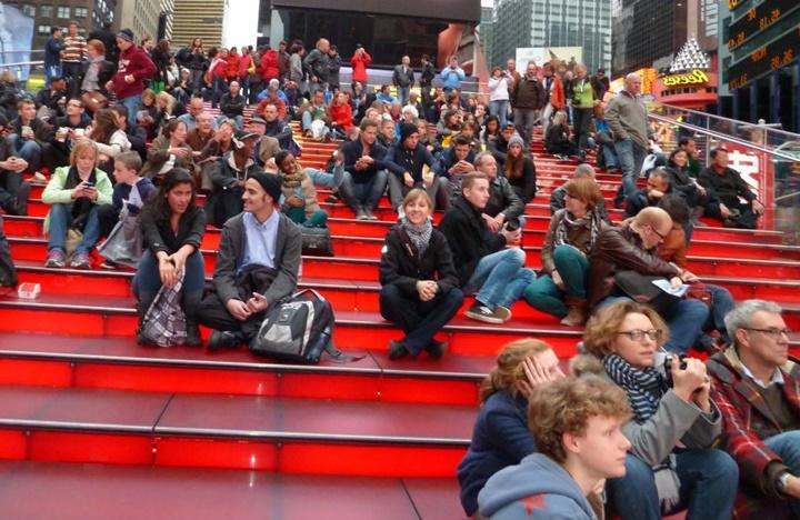 new york times meydanı kırmızı merdivenler