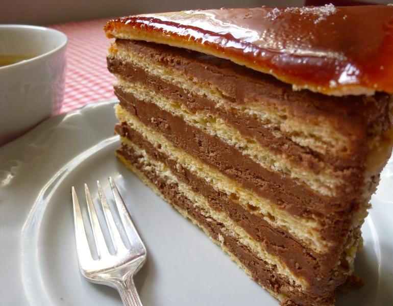 budapeştenin meşhur tatlısı- Dobos torta