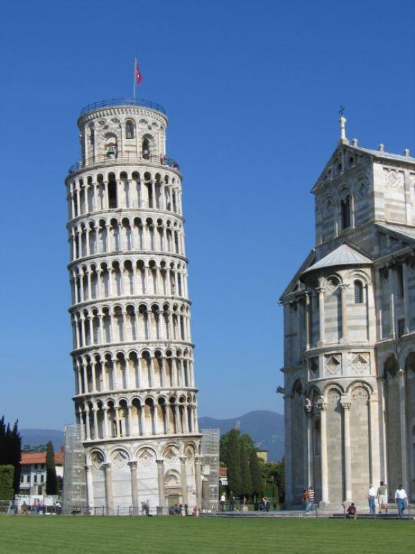 Pisa kulesi neden eğri